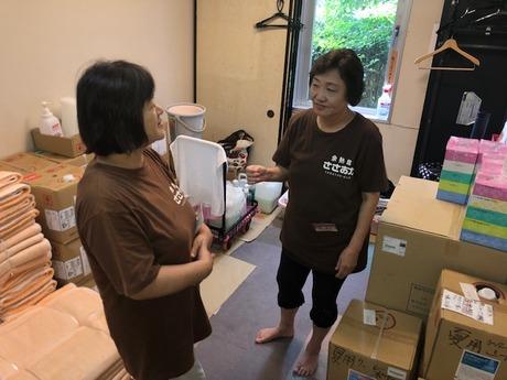 施設内清掃業務。現在女性7名在籍してます。お客様とスタッフの架け橋的なお仕事です。